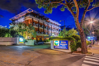Oliveto Hotels bei Nacht
