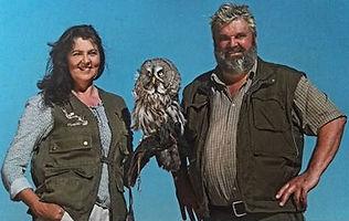 Volker und Lisa Walter Falkner mit Eule Bartkauz