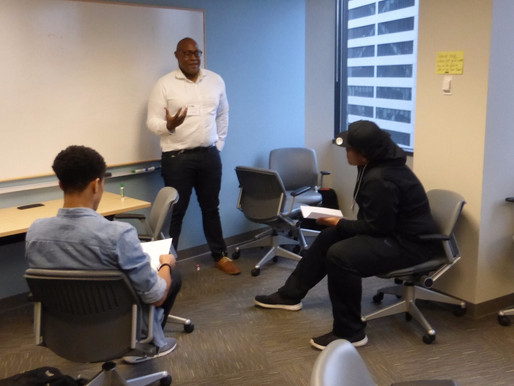 DSFederal employees mentor at-risk youth