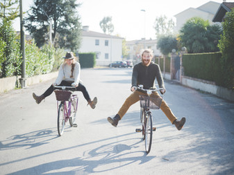 """50 Cheap Things Couples Can Do On """"Date Night"""""""