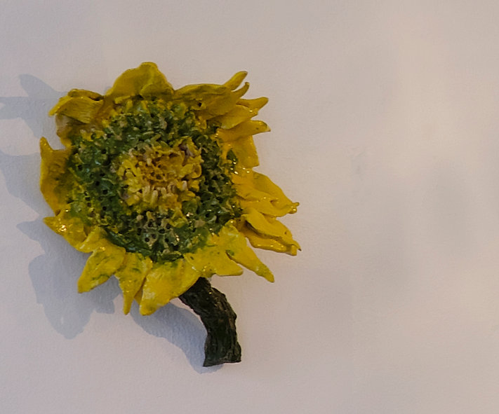 sunflower, keramik, ceramics, figurative art mette vangsgaard, wall piece, kunst