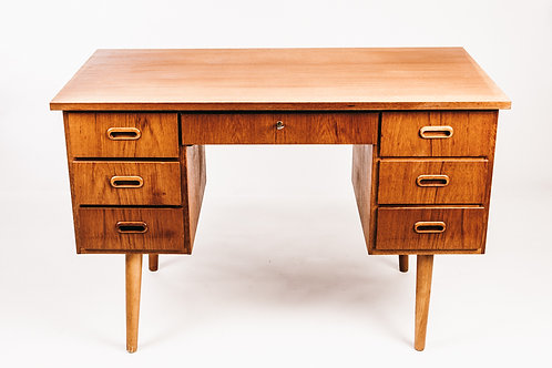Writing desk in teak