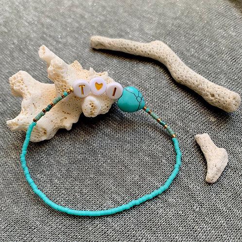 Bracelet initiales et accessoire rocailles et plaqué or