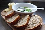 parāoa_and_butter_-_pesto.jpg
