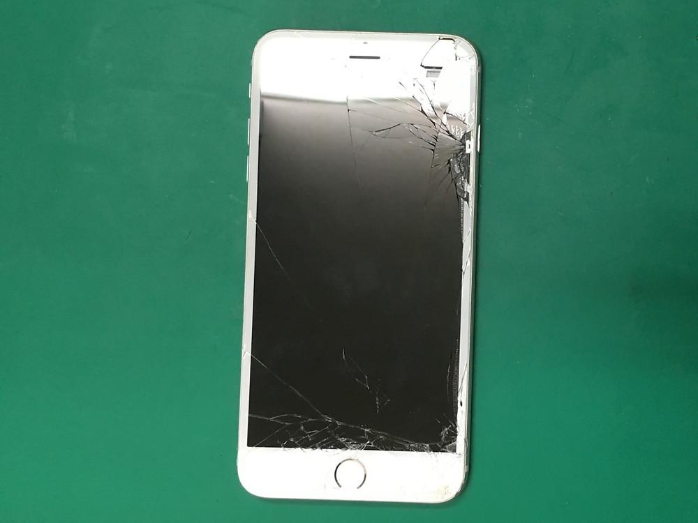 iPhone6Plusガラス割れ