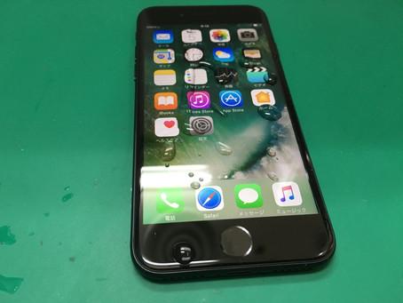 防水仕様になったiPhone7でも湿気や水に弱い。防水ではなく耐水なんです。