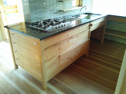 H様邸 キッチン 材料:本桜、黒御影石