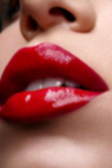 Red_glossy_lips.jpg