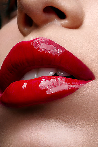 Red_glossy_lips.jpg