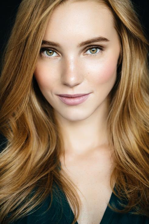 Natural makeup and wavy hair