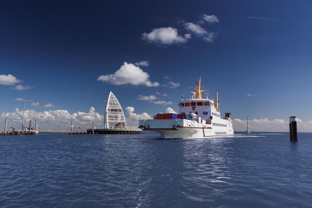Frisia IX im Juister Hafen