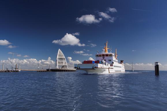 Frisia IX im Juister Hafen_AGRNF.jpg