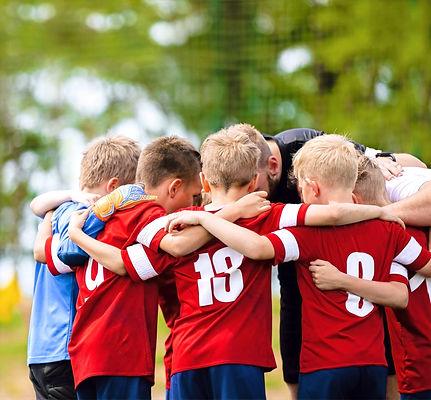 Boys%252520football%252520team%252520with%252520coach.%252520Youth%252520soccer%252520team%252520hud