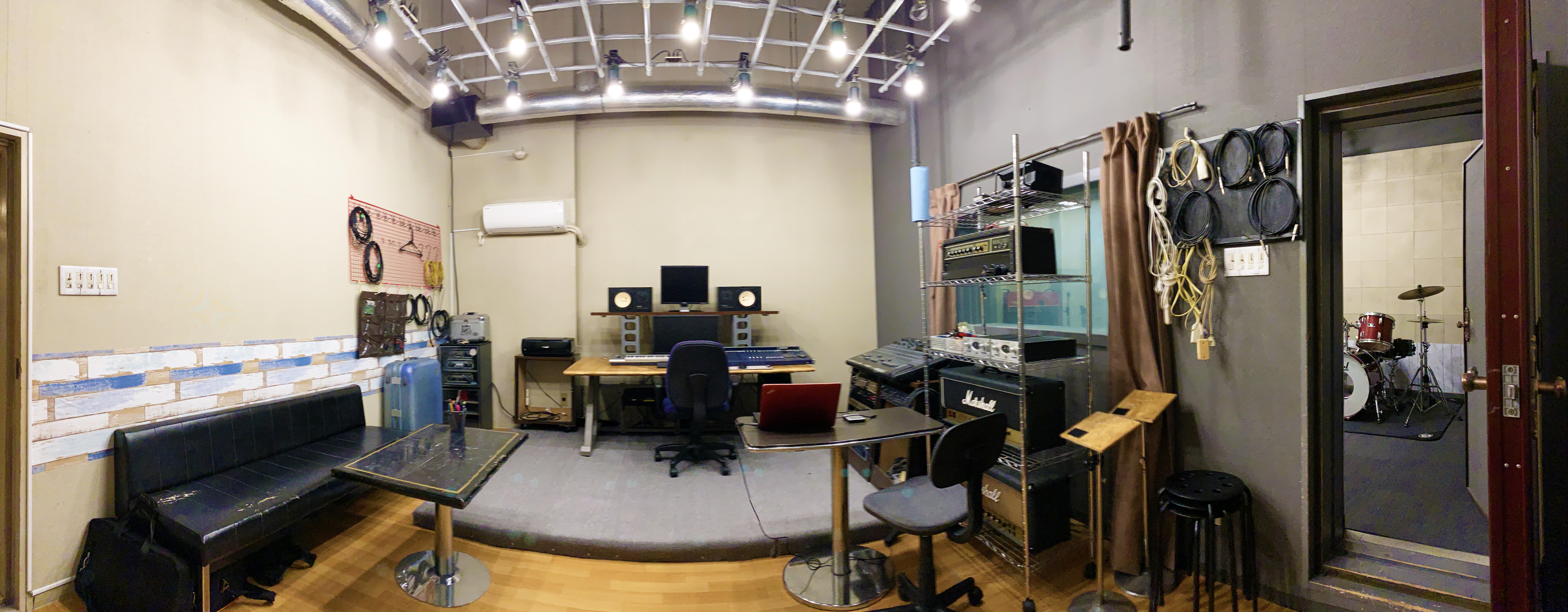 スタジオ前景