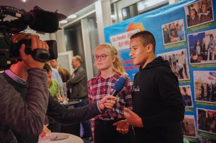 Schüler aus Rostock beim Interwiew mit dem NDR
