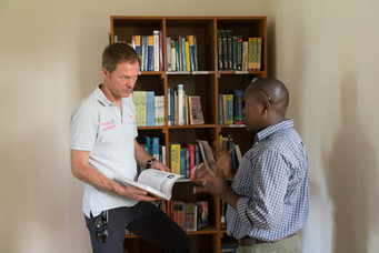 Die Bibliothek im Massai-College