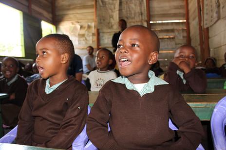 Zwei Schüler in der Babyschool