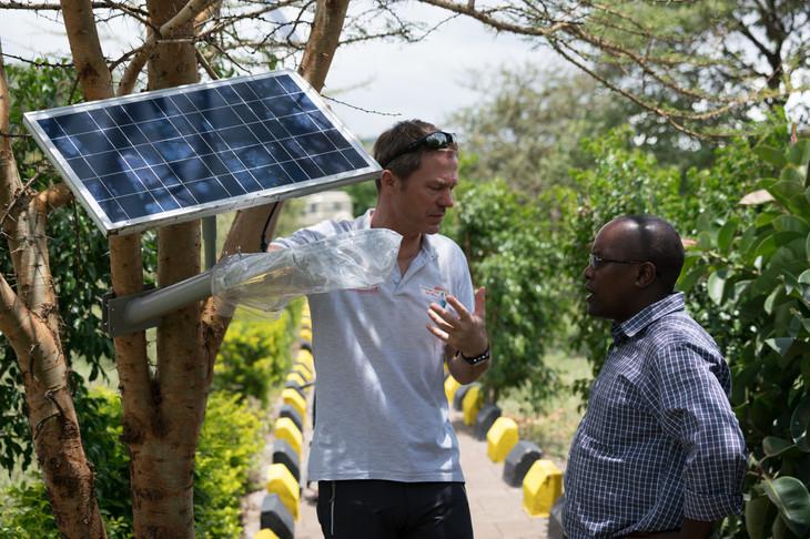 Die ersten Solarpannels auf dem Collegegelände