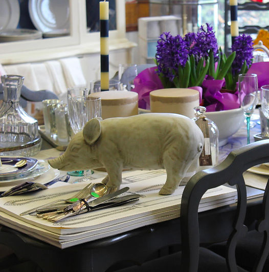 Photo Ceramic Pig On Dining Table