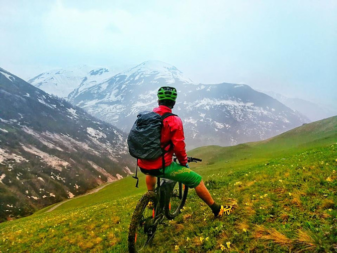 Mountain bike holiday in Georgia Svaneti Mountain Shkhara - Ushba