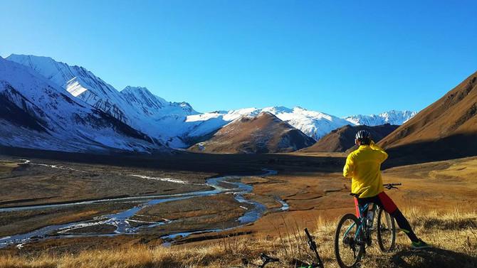 Bike tour in Georgia Kazbegi - Mountain biking in Georgia Caucasus