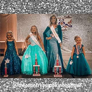 Talk about a royal family! 👑 Congratula