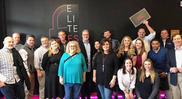 elite-escape-group-photo-team-building.j
