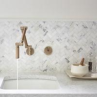 install_kitchen_calacattaborghini_mosaic