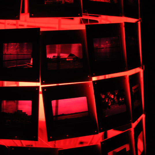 Dialicht Dia, Metallgerüst, Holzbein, LED-Glühbirne  3D-Gestaltung  Juni 2017