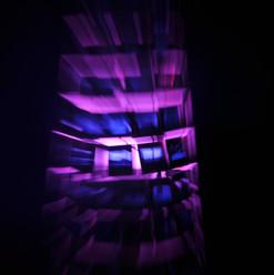 Dialicht, in Action  Dia, Metallgerüst, Holzbein, LED-Glühbirne  3D-Gestaltung  Juni 2017