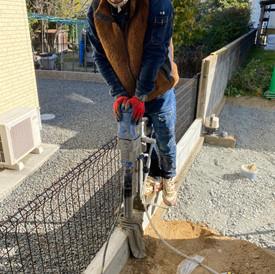 倉敷地内フェンス穴穿孔工事