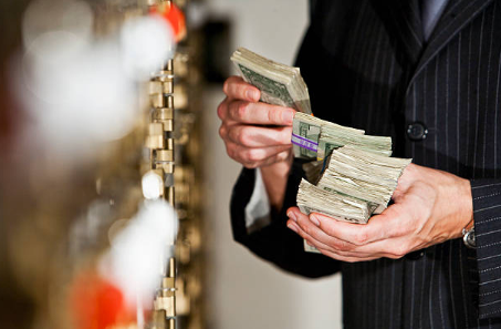 A Lei de Lavagem de Dinheiro. Gazeta Mercantil - p. A-11 - 23.05.2007