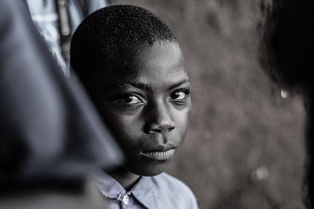 african-kid-87C5FGM-min.jpg