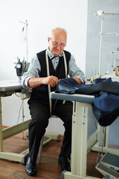 tailor-at-work-LU4ZH46.jpg