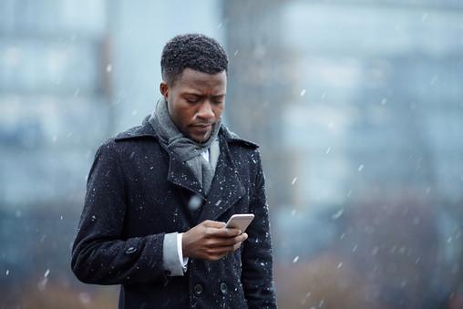 texting-outdoors-DSZ3H3D.jpg