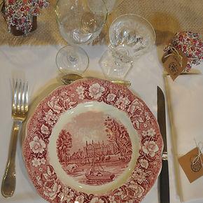 Ma Jolie Vaisselle vous propose de la location de vaisselle vintage pour tous vos évènements privés ou professionnels. Du charme et de l'authenticité sur vos tables. Formules de Location Normandie Vaisselle location assiettes vintage couverts vintage verres vintage