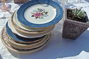 Ma Jolie Vaisselle vous propose de la location de vaisselle vintage pour tous vos évènements privés ou professionnels. Du charme et de l'authenticité sur vos tables. Location Normandie Vaisselle