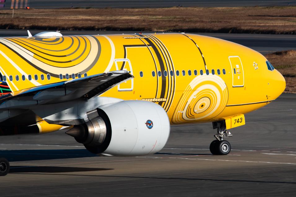 ANA Boeing 777 (C-3PO Livery)