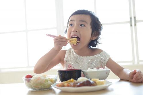 食べる子供.jpg