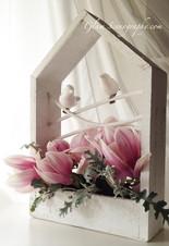 centrotavola con magnolia e uccellini