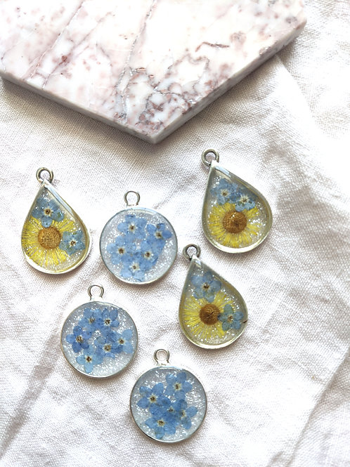 Forget-Me-Nots and Yellow Daisy Pressed Flower Sparkle Necklace