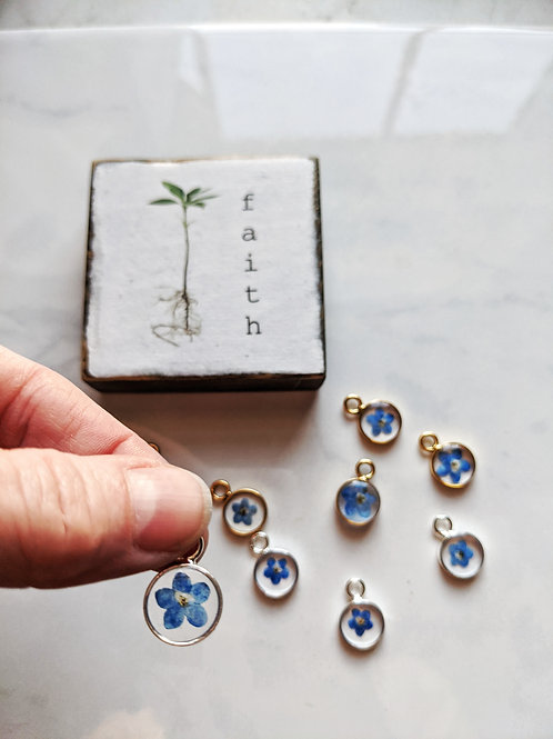 Forget-Me-Not Petite Round Necklace