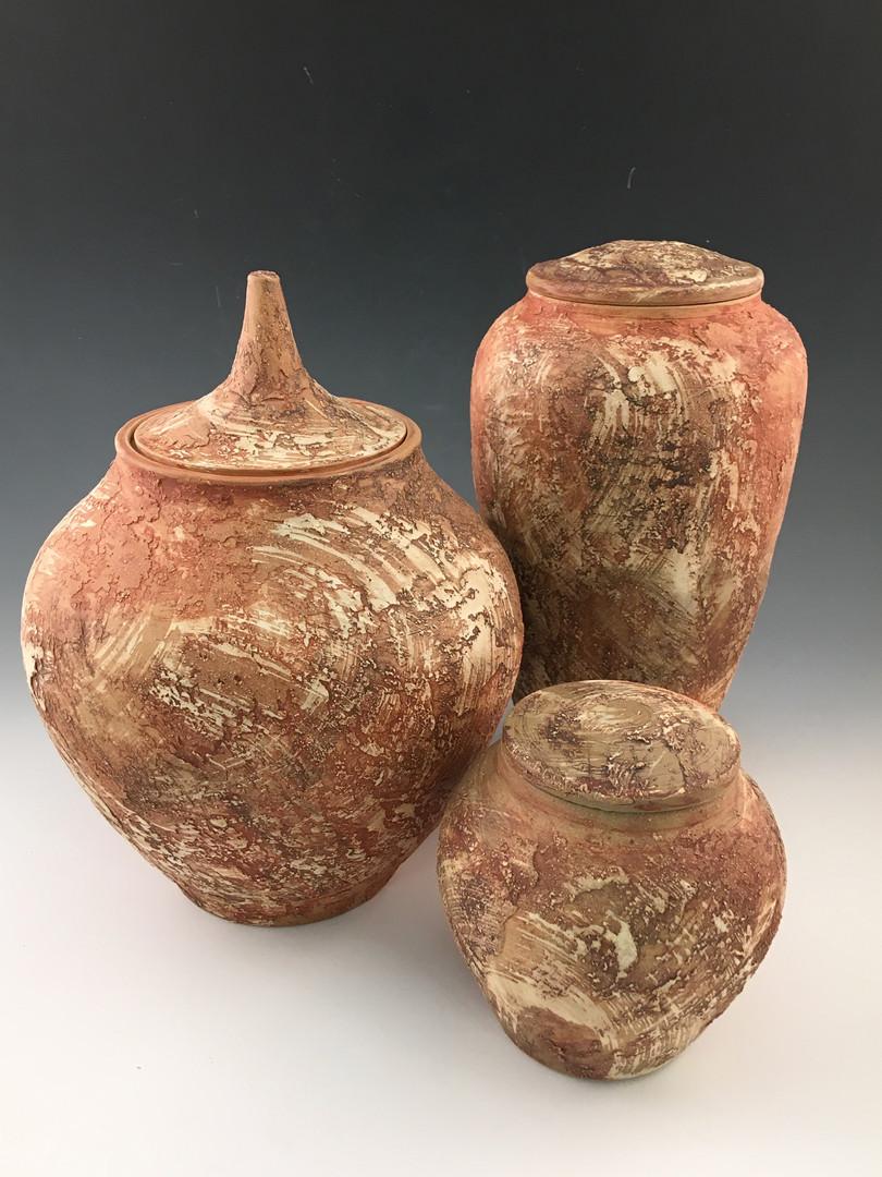 Urnes brunes texturées