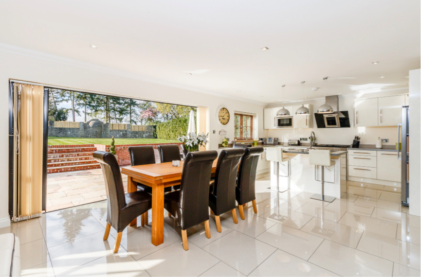 sell house estate agent photographer declutter organise
