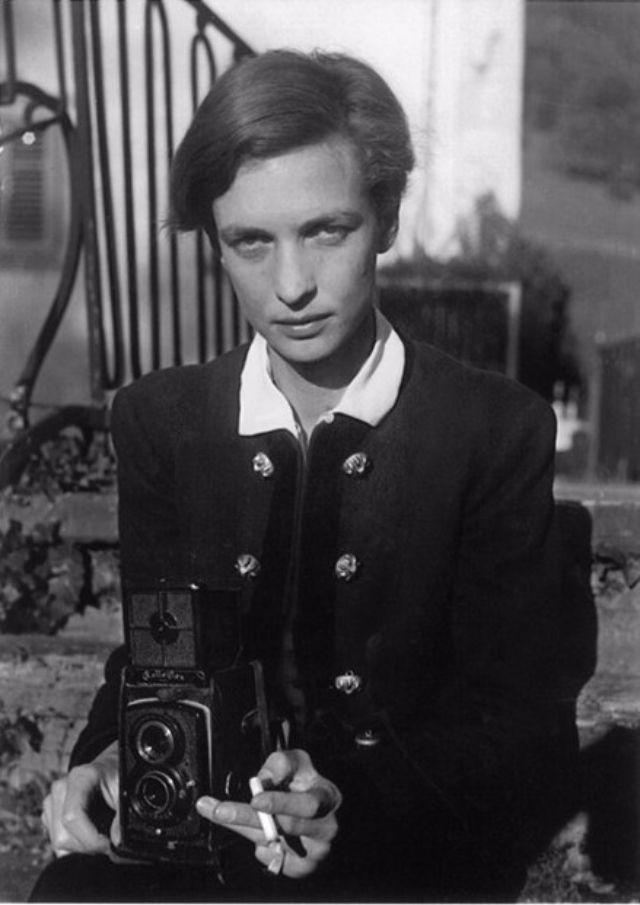 Annemarie Schwarzenbach takes a self-portrait in 1938