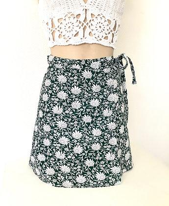 Jupe portefeuille fleurs sur fond vert