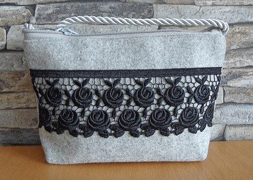 Kordel-Tasche mit Rosen-Borte