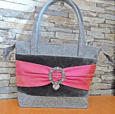 Henkel-Tasche hellgrau mit Samt und Seidenband Pink-grün