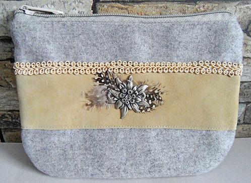 Dirndl- oder Gürtel-Tasche grau, Echtleder cremeweiß, Metall-Edelweiß, Federn