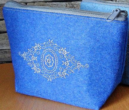 """Kosmetik-Tasche mit Stickerei-Ornament """"Spitzraute"""""""